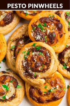 These Italian Pesto Pinwheels are one of the best easy appetizers! These Italian Pesto Pinwheels are one of the best easy appetizers! Flaky puff pastry filled with pe Puff Pastry Pinwheels, Ham And Cheese Pinwheels, Puff Pastry Appetizers, Easy Dinners For Kids, Easy Dinner Recipes, Appetizer Recipes, Salad Recipes, Christmas Appetizers, Appetizers For Party