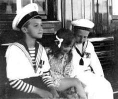 Tsarevich Alexei Nikolaevich Romanov of Russia with Princess Ileana of Romania. Anastasia, Royal Family History, Russian Love, Familia Romanov, House Of Romanov, Im A Princess, Bathing Costumes, Family Research, Life Is Precious