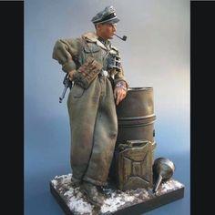 WWII German toy solider SS officer  By Oscar Hernandez Martin  From: Pinterest  #scalemodel #plastimodelismo #plasticmodel #scalemodelkit #hobby #diorama #soldado #war #guerra #guerre #german #bataille #plastickits #usinadoskits #udk #miniatura #miniature #maqueta #maquette #modelismo #modelism #modelisme #plamodel #soldier