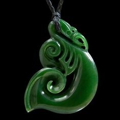 Large Jade Maori Style Manaia Pendant by Ross Crump Hawaiian Tribal Tattoos, Samoan Tribal Tattoos, Maori Tattoos, Le Jade, Polynesian Art, Cross Tattoo For Men, Nordic Tattoo, Maori Art, Crystal Magic