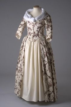 Robe à l'anglaise, 1770-73  From the Chertsey Museum