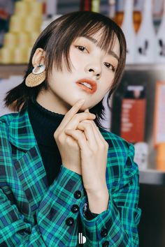 China Entertainment News: Shen Yue poses for photo shoot Meteor Garden, Chines Drama, Poses For Photos, Chinese Actress, Korean Actresses, Best Actress, Cute Couples, Short Hair Styles, Photoshoot