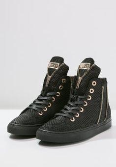 34ae088dadd 11 beste afbeeldingen van Sneakers & Lace-up Shoes - Beautiful shoes ...