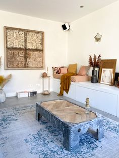 Woonkamer met heerlijk extra zitplekje Interior Inspiration, Interior Ideas, Traditional House, Beautiful Homes, New Homes, Gallery Wall, Living Room, Bedroom, Storage