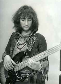 Deep Purple, - Roger Glover - bassist in Deep Purple's classic line up Mark 2 Roger Glover, Musica Salsa, Jon Lord, Music Pics, 70s Music, Blues Music, Ted, Purple Band, Perfect Strangers
