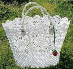 Free Crochet Bag Patterns Part 15 - Beautiful Crochet Patterns and Knitting Patterns Free Crochet Bag, Crochet Shell Stitch, Crochet Diy, Crochet Tote, Crochet Handbags, Crochet Purses, Irish Crochet, Crochet Crafts, Crochet Projects