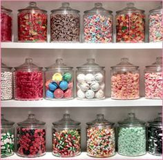 One day when I open my bakery I will have a wall with old fashioned sweets! One day when I open my bakery I will have a wall with old fashioned sweets! Old Fashioned Sweets, Old Fashioned Candy, Old Fashioned Sweet Shop, Mein Café, Bar A Bonbon, Candy Display, Easy Diy Christmas Gifts, Cupcake Shops, Bakery Design