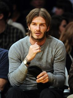 Latest Pictures of David Beckham and His Long Hair at a Laker Game David Beckham Long Hair, David Beckham Haircut, David Beckham Photos, David Beckham Style, Latest Haircuts, Haircuts For Men, Men's Street Style Photography, David And Victoria Beckham, Mens Boots Fashion