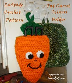 Kitchen Scissors Holder FAT CARROT is easy to crochet and makes a great gift!