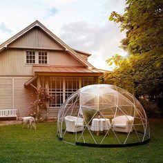 Aquest estiu gaudeix teu jardí d'una forma diferent. Tot el que el teu jardí necessita és aquest iglú amb estil. Una cúpula geodèsica en PVC, un material 100% resistent a la intempèrie dissenyat per fer-se servir tot l'any. T'animes?  http://qoo.ly/hd7fz    www.imtecnics.com  93 799 51 97  #imtecnics #capdesetmana