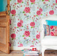 abre-papel-de-parede-com-passaros-e-flores-para-um-visual-romantico