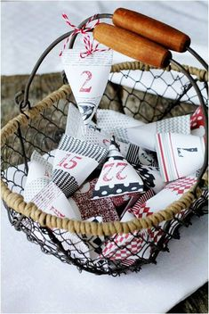 Avent – Angel Mélie ADVENT calendar Can be done with toilet paper rolls Advent Calenders, Diy Advent Calendar, Christmas Calendar, Noel Christmas, Diy Gift Box, Gift Boxes, Meaning Of Christmas, Christmas Crafts, Christmas Ornaments