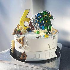 Tort Ninjago otynkowany kremem maślany na bezie.   Ninjago cake covered with buttercream (SMBC). Ninjago Cakes, Cake Cover, Birthday Cake, Desserts, Tailgate Desserts, Birthday Cakes, Dessert, Postres, Deserts
