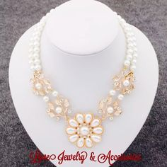 Sale❗️Beautiful Flower faux Pearl Crystal Necklace New beautiful flower faux pearl crystal necklace. size 40cm*8cm/15.74''*3.14'' Love's Jewelry & Accessories Jewelry Necklaces