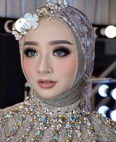 Guan bagus Malay Wedding Dress, Kebaya Wedding, Muslimah Wedding Dress, Muslim Wedding Dresses, Wedding Hijab, Wedding Wear, Wedding Gowns, Bridal Hijab, Hijab Bride