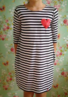 Tmavomodré pruhy šaty 3/4 rukáv