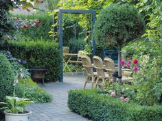 It's good to have a beautiful backyard where you can have a quality time with your family & friends. Check out these DIY outdoor privacy screen ideas. Privacy Plants, Privacy Screen Outdoor, Backyard Privacy, Backyard Patio, Backyard Landscaping, Landscaping Ideas, Small Gardens, Outdoor Gardens, Porches