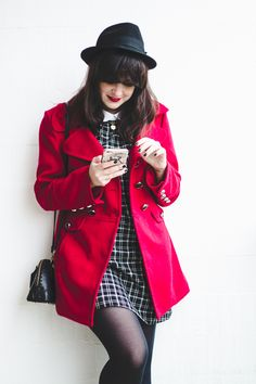 Melina Souza -  Serendipity <3  http://melinasouza.com/2016/08/11/put-your-pretty-dress-and-your-red-coat-on/  #look  #MelinaSouza  #Coat