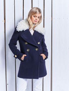 Płaszcz z odpinanym futrzanym kołnierzem