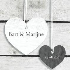 Trouwkaart Hangende harten hout - Trouwkaarten - Kaartje2go
