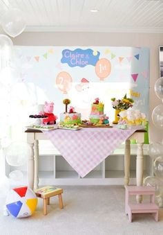 Isis O's Birthday / Peppa Pig - Claire & Chloe's Peppa Pig Pool Party at Catch My Party Pig Birthday, 3rd Birthday Parties, Pig Party, Baby Party, Aniversario Peppa Pig, Cumple Peppa Pig, Birthday Table Decorations, Birthday Photography, Claire