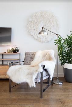 Struggling to put together the look for their new family home, Erin decided to give Milray Park eDecorating service a try! Interior Design Hong Kong, Interior Styling, Interior Decorating, Decorating Ideas, Rich Home, Dining Set, Interior Inspiration, The Help, Home And Family