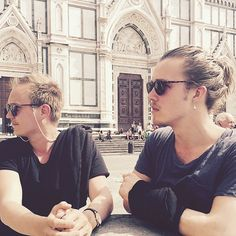 Probably staring at something amazingly beautiful in Florence. It's been great seeing my friend @paaavoo again!