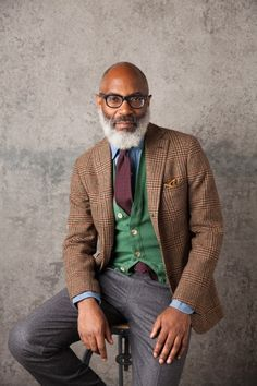 Drake's Fall/ Winter 2016 I don't know how they do it, but Drake's seems to get better and better every season. They started as a small scarf company nearly forty years ago, before turning into the. Der Gentleman, Gentleman Style, Look Formal, Style Masculin, Look Man, Winter Outfits Men, Sartorialist, Mature Men, Tweed Jacket