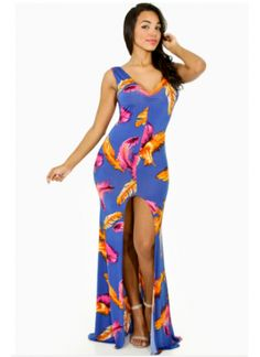Thismaxi dress features a v-neckline, low scoop back, sleeveless construction, sleek sculpture fit, vertical center front seam leading to a vent slit, and finished with bold feather prints throughout.*96% Polyester*4% Spandex*Hand wash cold water