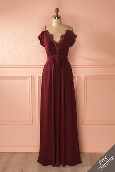 Robe maxi bourgogne avec décolleté plongeant en dentelle - Burgundy maxi dress with lace plunging neckline