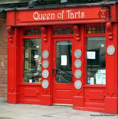 @QueenOfTartsDub, a great #bakery in #Dublin. Address: Cows Ln, Dame St, Dublin 2, #Ireland. Hop-off the bus tour and buy yourself a cake.