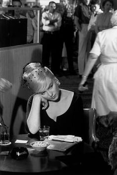 Marilyn Monroe on the set of The Misfits (1960) photographed by Henri Cartier-Bresson.