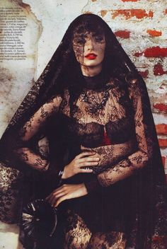 Via:Frou Frou Fashionista Lingerie Foto Fashion, Dark Fashion, Fashion Week, Gothic Fashion, Fashion Tips, Fashion Models, Style Fashion, Luxury Lingerie, Black Lingerie