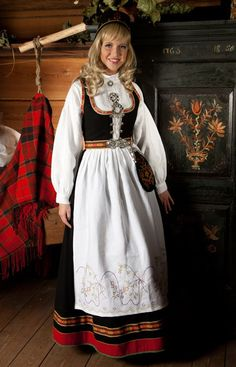 Female bunad (Norwegian folk costume) from Vestfold, Norway. Folk Costume, Costumes, Norwegian Clothing, Norway Viking, Beautiful Norway, Folk Clothing, Style And Grace, Ethnic Fashion, Scandinavian Style