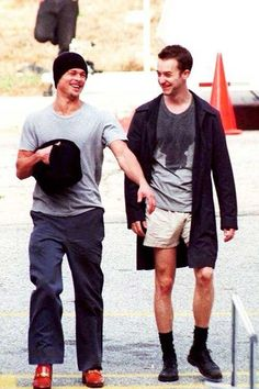 Brad Pitt and Edward Norton behind the scenes Fight Club . by love_formovies Fight Club 1999, Fight Club Rules, Brad Pitt, Edward Norton Fight Club, Tyler Durden, Cult, Power To The People, The Best Films, Love Movie