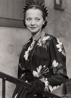 "Sylvia Sidney - 1920's - @~ Mlle A beautiful lady ~ If you have never seen the film ""Dead End"" you are misssing a great performance by Sylvia and also early Humphrey Bogart and the Dead End Kids.  It is on my Must See list! ~ NMB ~"