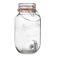 Dispense your favorite tasty beverages in style with this Original Mason beverage dispenser. It features the iconic mason jar design and includes a bail and trigger lid and spigot for easy filling and dispensing.