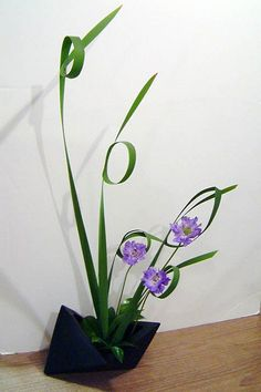 Japanese Flower Arrangement Ikebana Freestyle, my favorite type of arrangement.