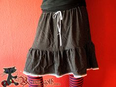Not sure I'd made this exact skirt, but tutorial may teach me a thing or two.