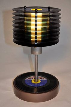 stylish #upcycling lamp made of old records / Upcyling Lampe aus alten Schallplatten