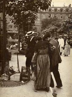Le marché aux oiseaux, Paris, circa 1910.  via the Verdeau Photo Collection