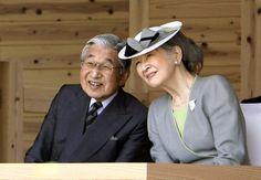 写真:植樹祭式典に出席する天皇、皇后両陛下=27日午前11時42分、山口市、代表撮影