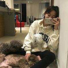 girl and dog cute Korean Girl Photo, Cute Korean Girl, Asian Girl, Uzzlang Girl, Girl And Dog, Foto Casual, Korean Ulzzang, Instagram Outfits, Hyuna