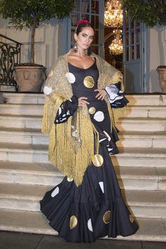 flamencuraweb.com | El Ajolí, presentación We Love Flamenco 2017 Hijab Fashion, Fashion Show, Fashion Dresses, Flamenco Costume, Flamenco Dresses, Black African American, Spanish Fashion, Engagement Dresses, Gowns Of Elegance