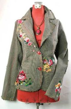 Easy refashion of a coat.embroidered tweed jacket - great idea: cut out appliques from bold floral fabric or even bed sheet remnants, then use them to alter an old tweed jacket or thrift store find! Tweed Jacket, Tweed Coat, Diy Clothing, Sewing Clothes, Diy Fashion, Womens Fashion, Altered Couture, Paisley, Cool Outfits