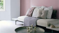 flexa-strak-op-de-muur-woonkamer-rood-roze Lounge, Couch, Bed, Furniture, Home Decor, Google, Airport Lounge, Decoration Home, Room Decor