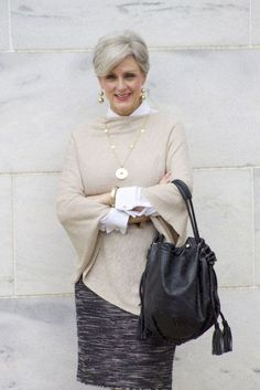 Свитер и юбка для женщины за 50
