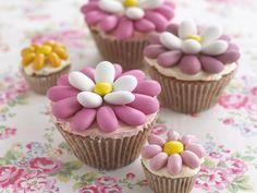 Flower-Power! Cupcakes zu Ostern - smarter - Zeit: 30 Min. | http://eatsmarter.de/rezepte/cupcakes-zu-ostern