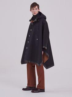 Cruchie | GR-1010 Rubber Raincoats, Hooded Poncho, Fitness Models, Street Wear, Women Wear, Street Style, Stylish, Womens Fashion, How To Wear