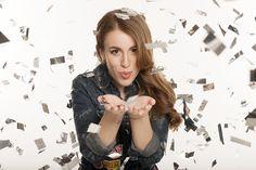"""Laura Esquivel se lanza como cantante solista   Laura Esquivel se presentará el 26 de agosto en el Auditorio Belgrano con su primer proyecto musical independiente en donde recorrerá toda su carrera. Ya están a la venta las entradas por Plateanet.  Arrancó su carrera profesional al cantar en prime time en el programa de entretenimientos más popular de Argentina: """"Showmatch"""". Debido a su sorprendente desempeño los gigantes del espectáculo: Ideas del Sur de Argentina Televisa de México y Disney…"""
